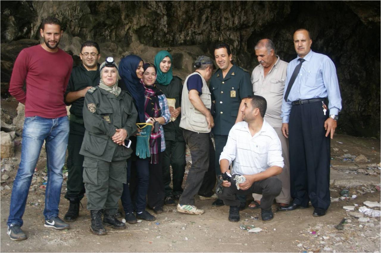 Le groupe à la sortie de la Grotte d'Aokas
